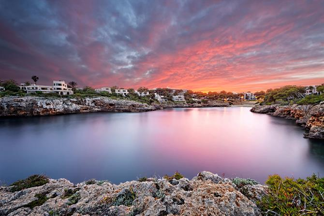 Cala d'Or with its three neighbouring coves exudes a cosmopolitan and peaceful atmosphere of great Mediterranean beauty