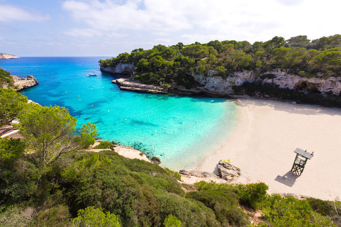 Named after the Latin, Santi Agnini, this beach was a preferred spot by pirates for continuous sieges and raids throughout history. Santanyi beach is exquisite and is 80m long and 130m wide,
